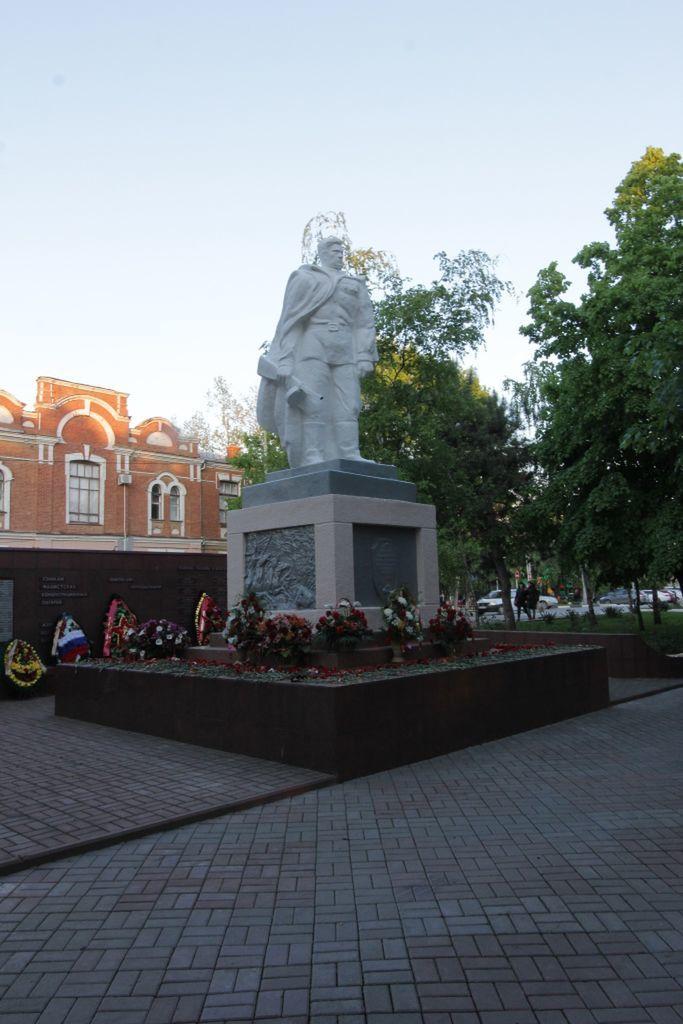 Братская могила город Славянск на Кубани
