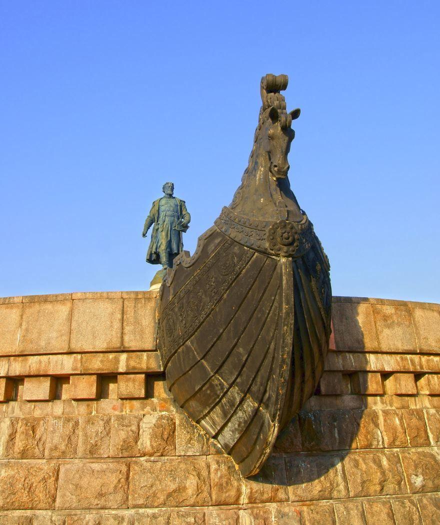 Памятник Афанасию Никитину город Тверь