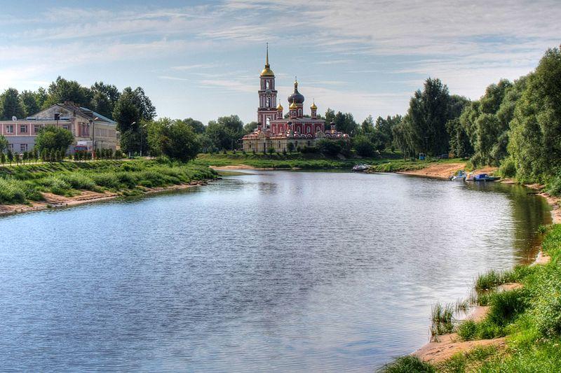 Смотреть красивое фото река Полисть и Воскресенский собор город Старая Русса 2019
