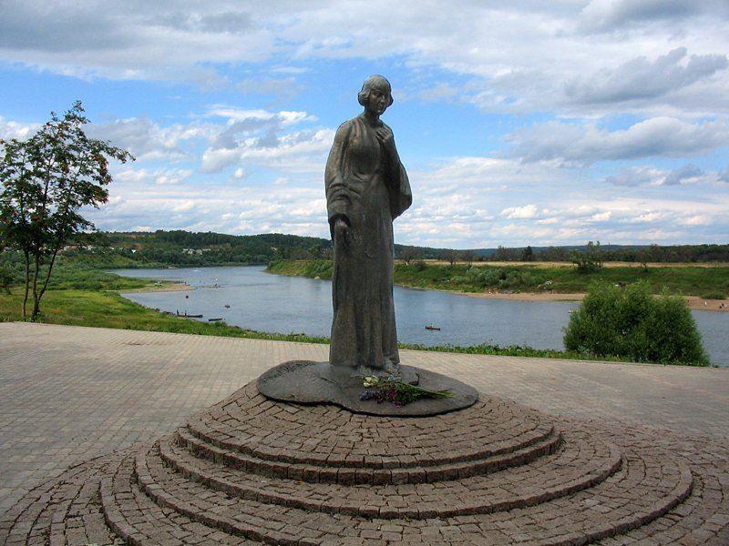Памятник Марине Цветаевой город Таруса
