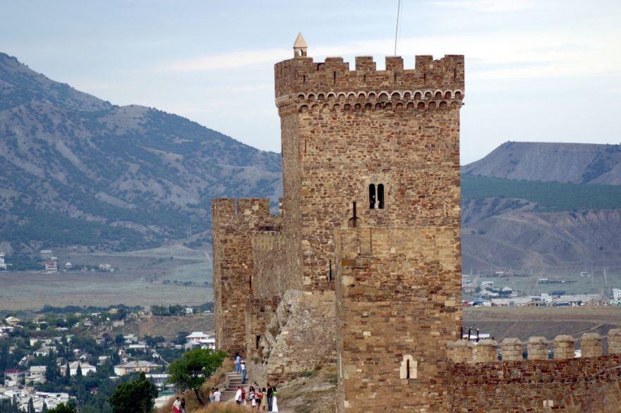 Смотреть красивое фото Башня замок Генуэзская крепость город Судак