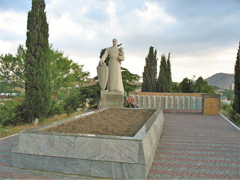 Братская могила советских воинов мирных жителей и памятный знак город Судак