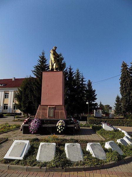 Братская могила 663 советских воинов погибших в боях над фашистскими захватчиками город Суджа
