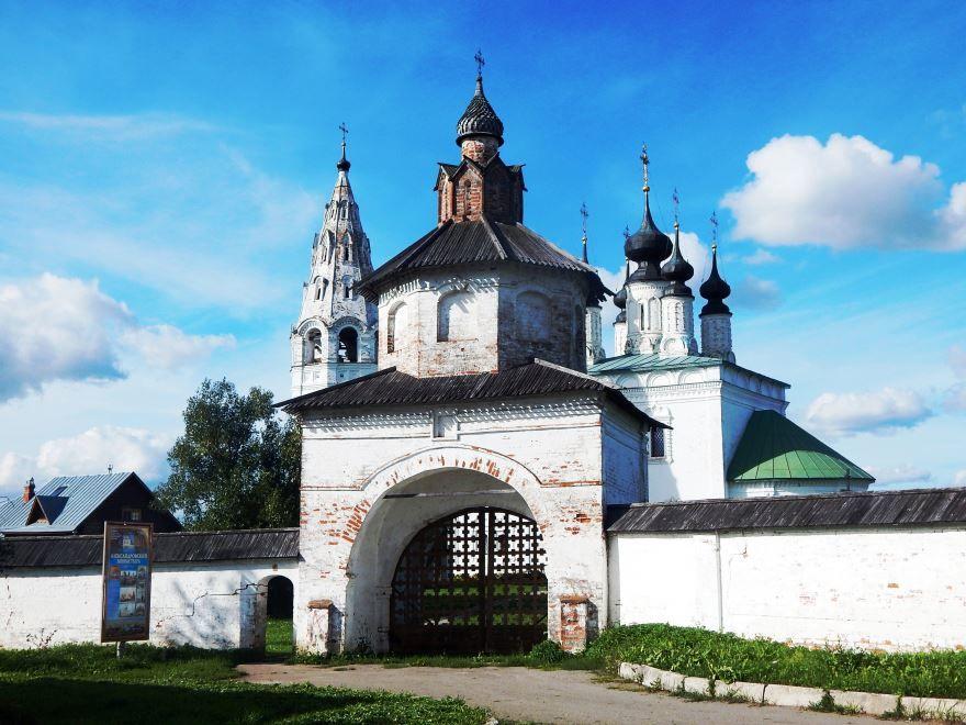 Святые ворота Александровского монастыря город Суздаль