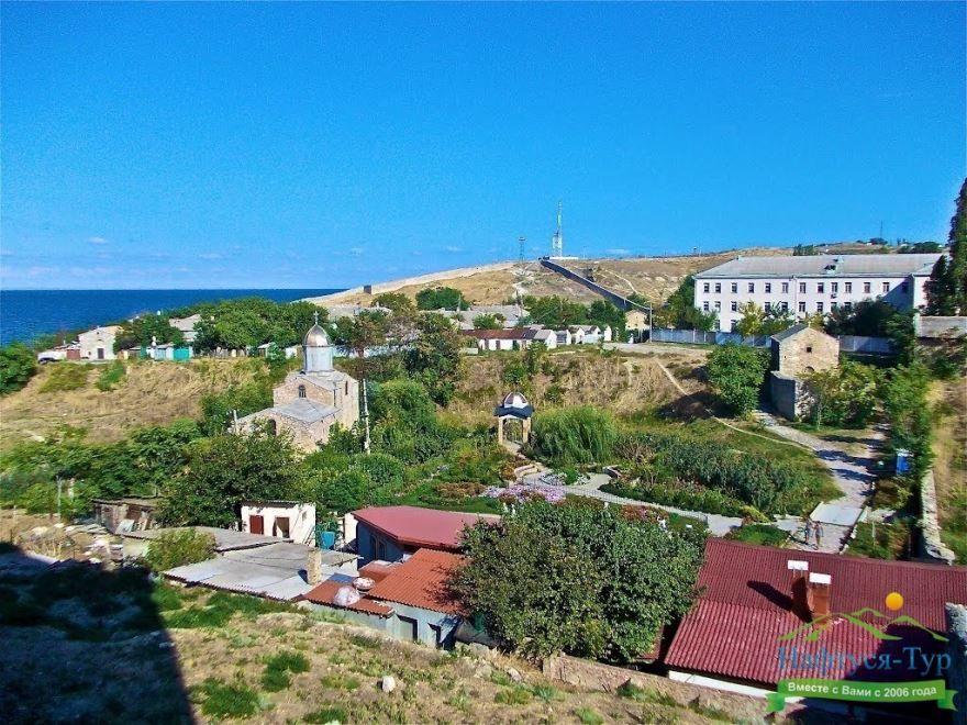 Скачать онлайн бесплатно лучшее фото вид сверху город Феодосия
