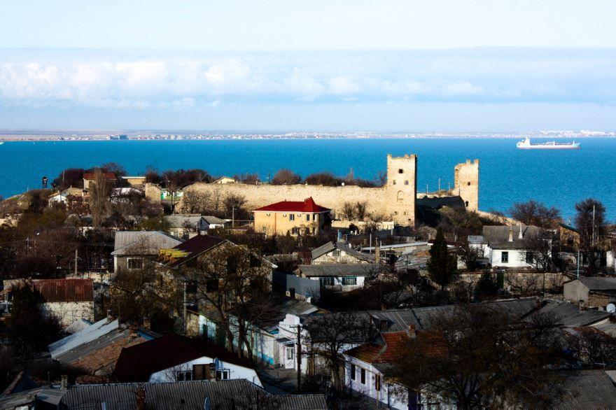 Скачать онлайн бесплатно лучшее фото вид города Феодосия в хорошем качестве