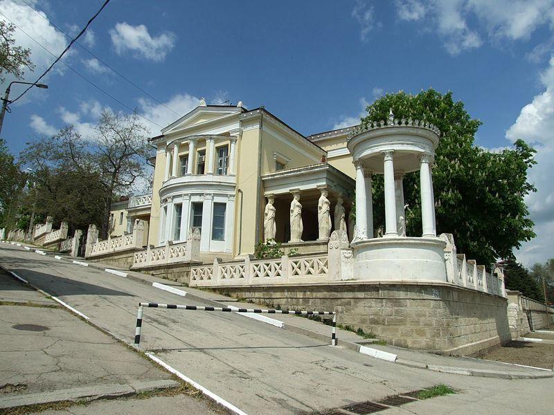 Смотреть красивое фото с красивой архитектурой город Феодосия