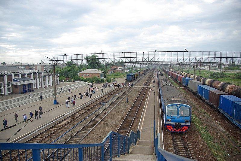 Скачать онлайн бесплатно лучшее фото железнодорожного вокзала город Усолье 2018 в хорошем качестве