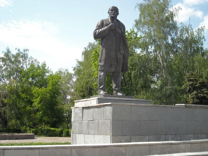 Памятник В.И. Ленину город Урюпинск