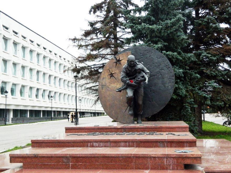 Памятник Дмитрию Разумовскому город Ульяновск