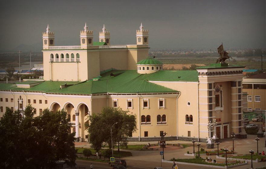 Смотреть красивое фото Театр оперы и балета город Улан-Удэ