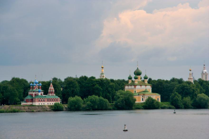 Скачать онлайн бесплатно лучшее фото вид с реки города Углич в хорошем качестве