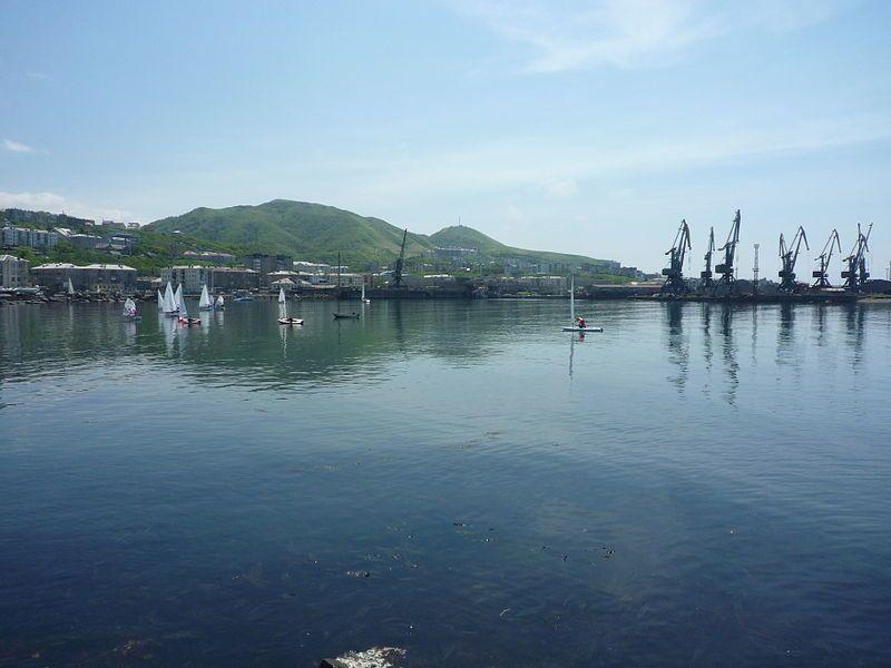 Гавань торгового порта город Холмск