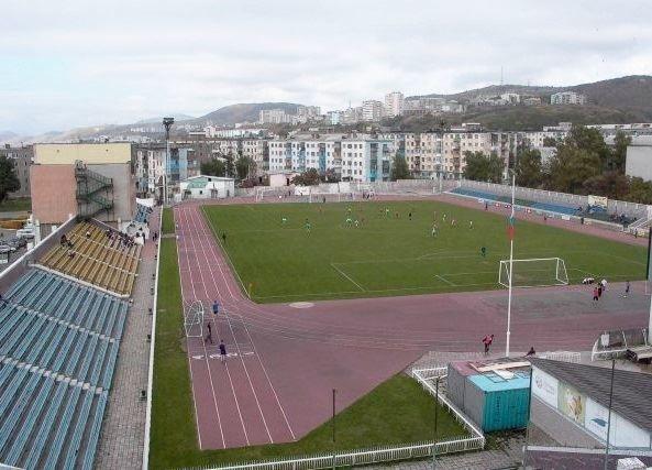 Скачать онлайн бесплатно лучшее фото города Холмск стадион Маяк Сахалина