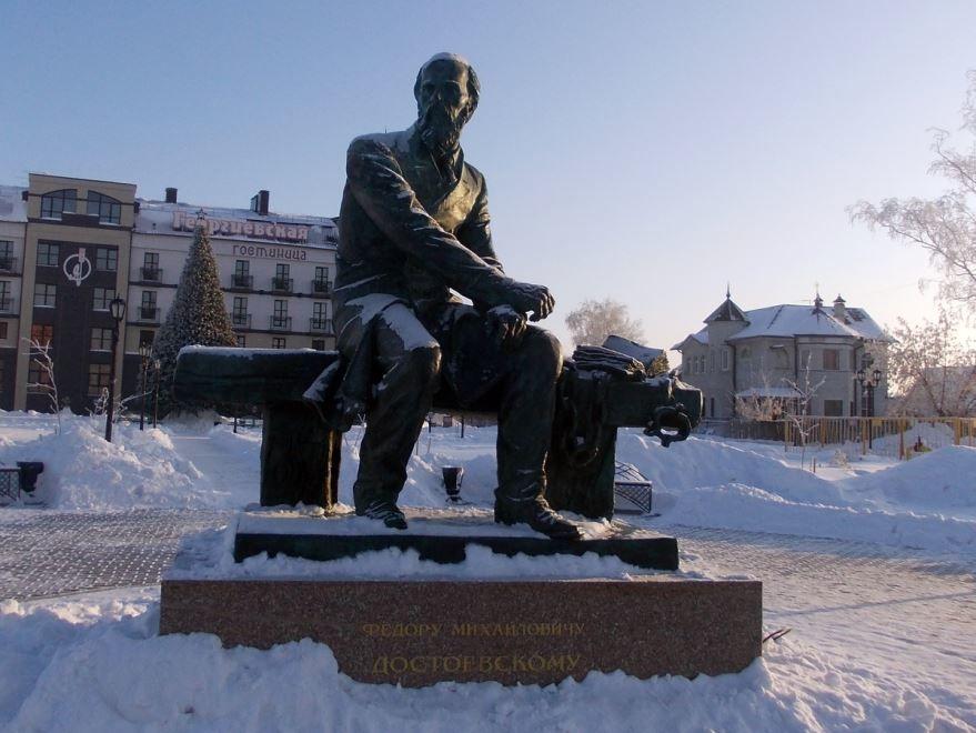 Памятник Достоевскому город Тобольск