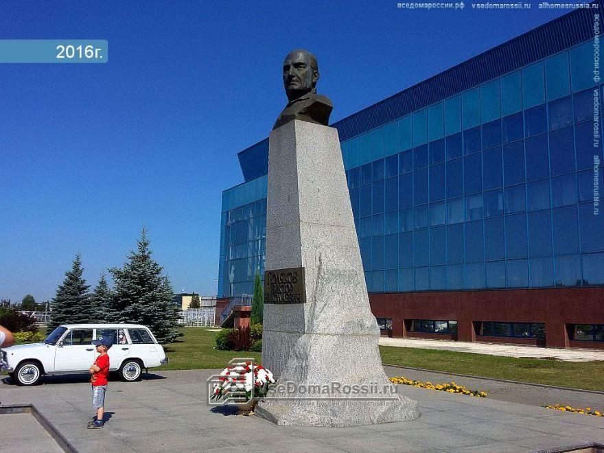 Бюст Полякова город Тольятти