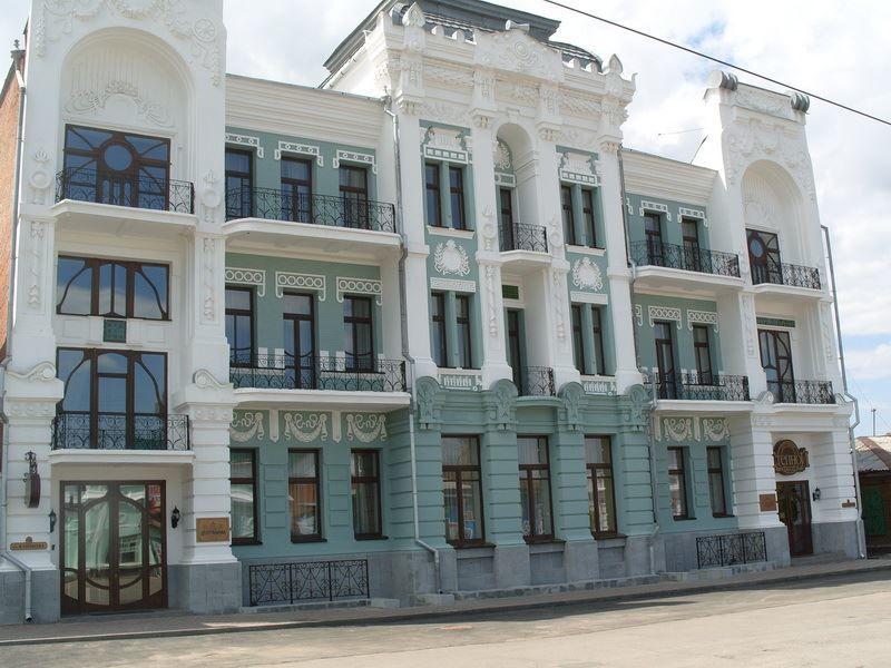 Смотреть красивое фото здание отеля в Троицке