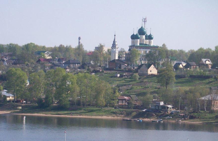 Скачать онлайн бесплатно лучшее фото вид с реки на город Тутаев в хорошем качестве