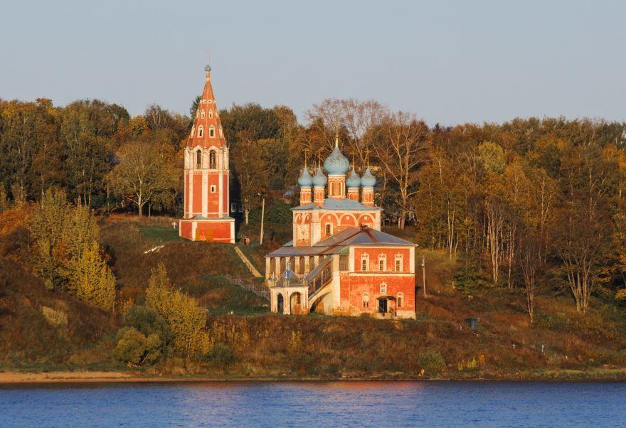Смотреть красивое фото вид со стороны реки Церковь Казанская город Тутаев