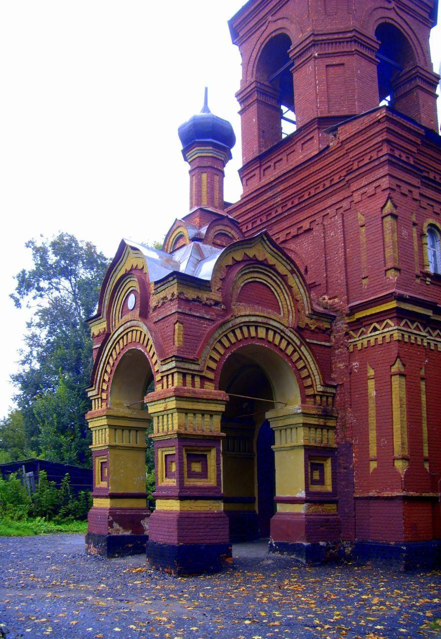 Вход в храм Святого Ильи город Трубчевск