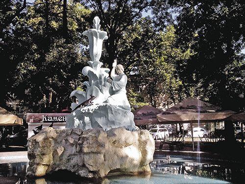 Смотреть красивое фото фонтан Каменный цветок город Туапсе