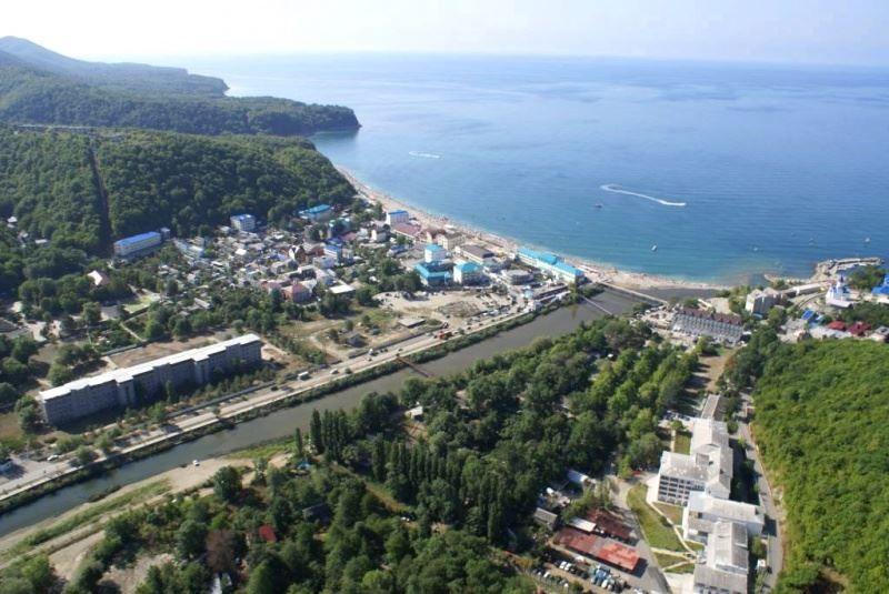 Скачать онлайн бесплатно лучшее фото вид сверху на город Туапсе в хорошем качестве