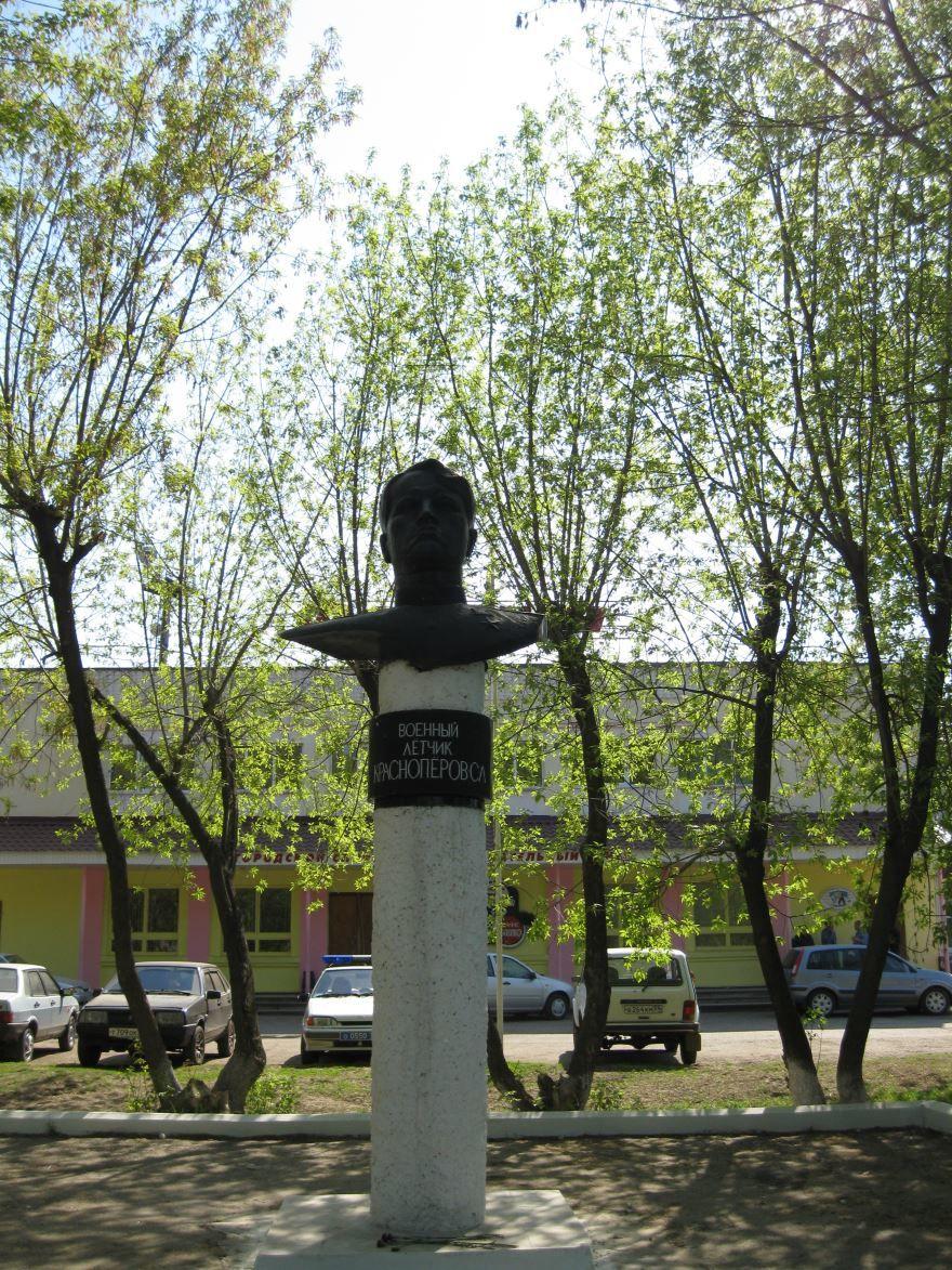 Памятник С.Л. Красноперову город Чернушка
