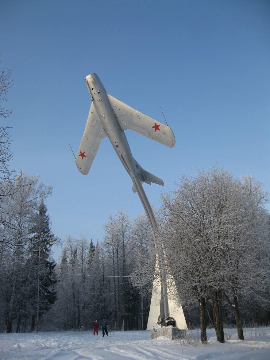 Памятник самолету Миг-17 город Чернушка