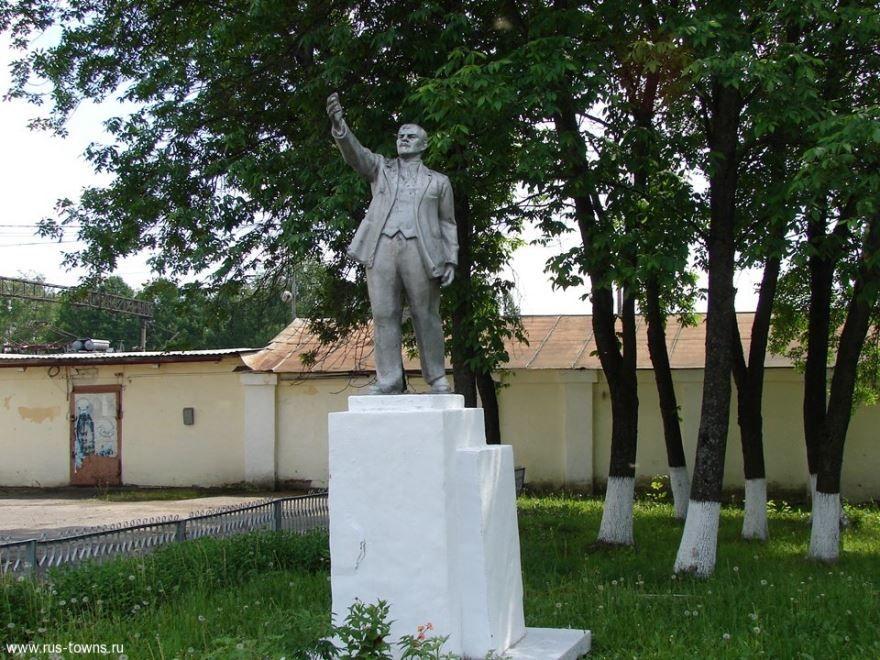 Памятник В.И. Ленину город Шарья