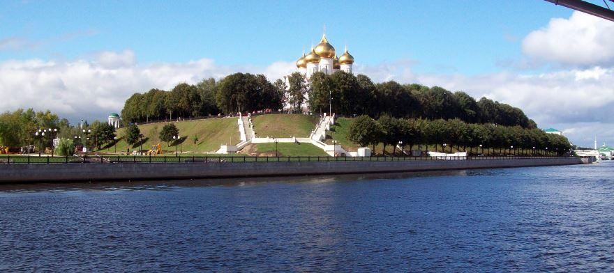 Смотреть красивое фото вид с реки на город Ярославль 2019