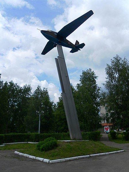 Монумент десантный планер Г-11 город Шумерли