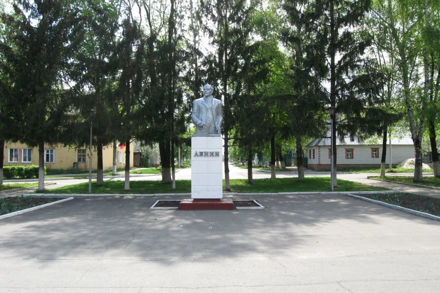 Памятник В.И. Ленину город Щигры