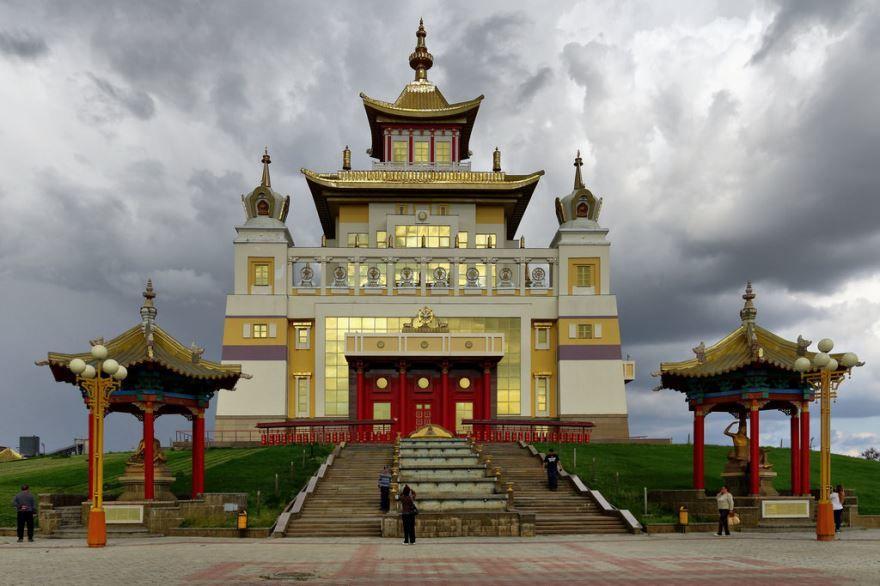 Смотреть красивое фото Буддийский храм город Элиста в хорошем качестве