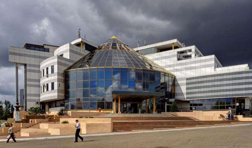 Смотреть красивое фото здание музея в городе Элиста