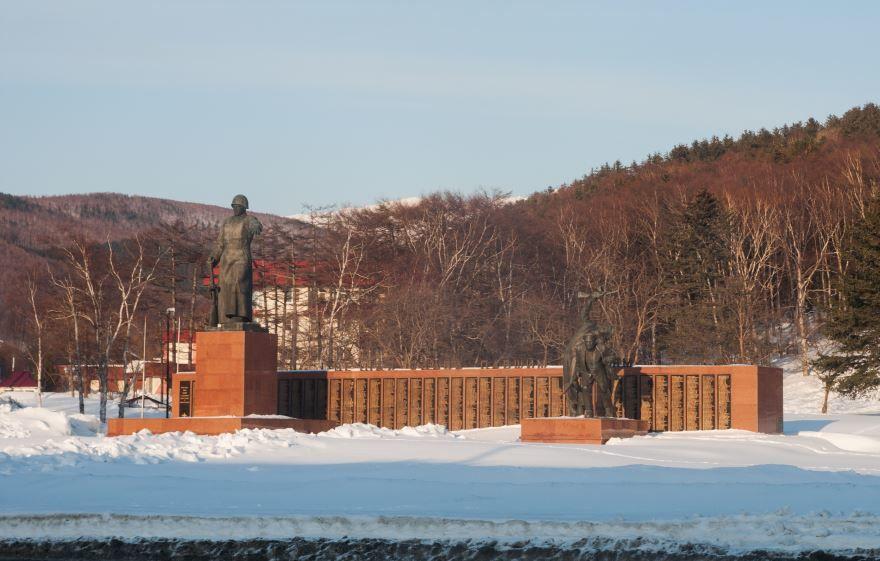 Памятник Советским воинам павшим в боях за освобождение Южного Сахалина