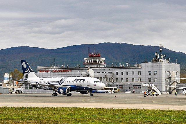 Скачать онлайн бесплатно лучшее фото Аэропорт города Южно-Сахалинск 2019
