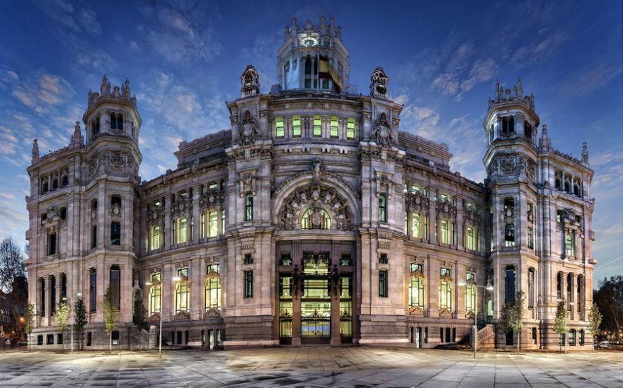 Смотреть красивое фото с красивой архитектурой город Мадрид Испания