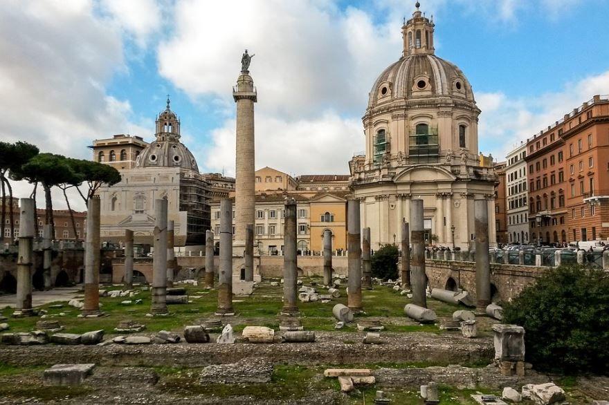 Скачать онлайн бесплатно лучшее фото достопримечательности города Рима в хорошем качестве