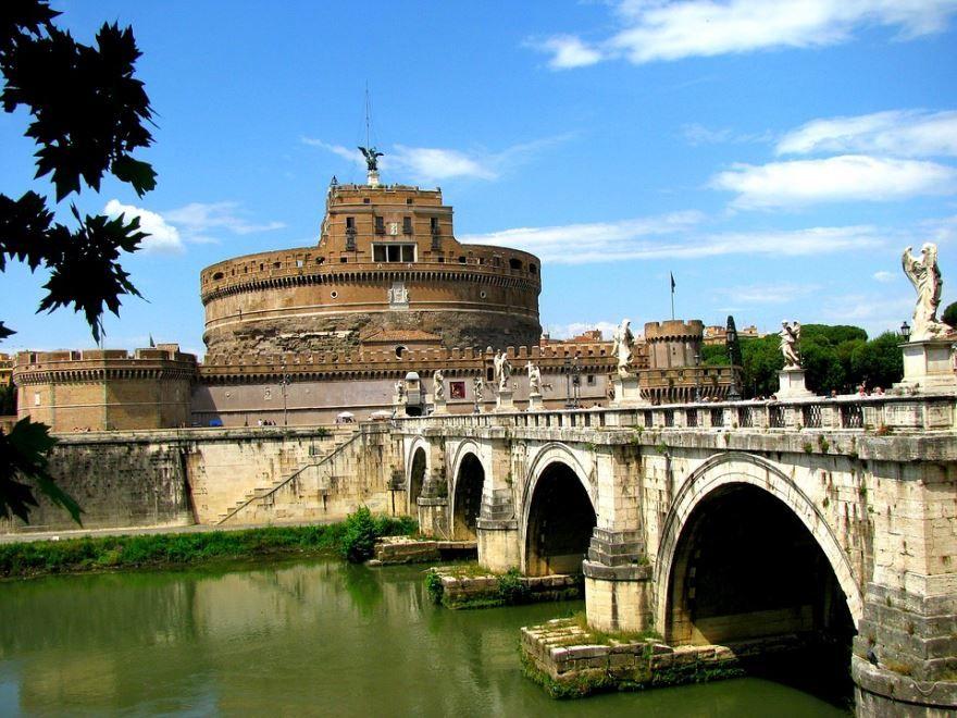 Смотреть красивое фото замок город Рим Италия