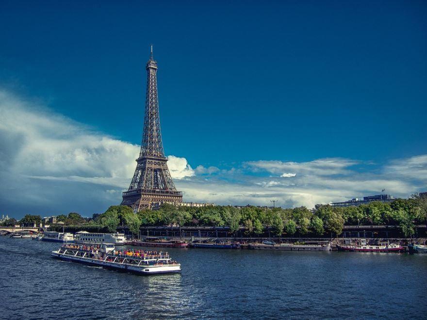 Смотреть красивое фото вид с реки на город Париж в хорошем качестве