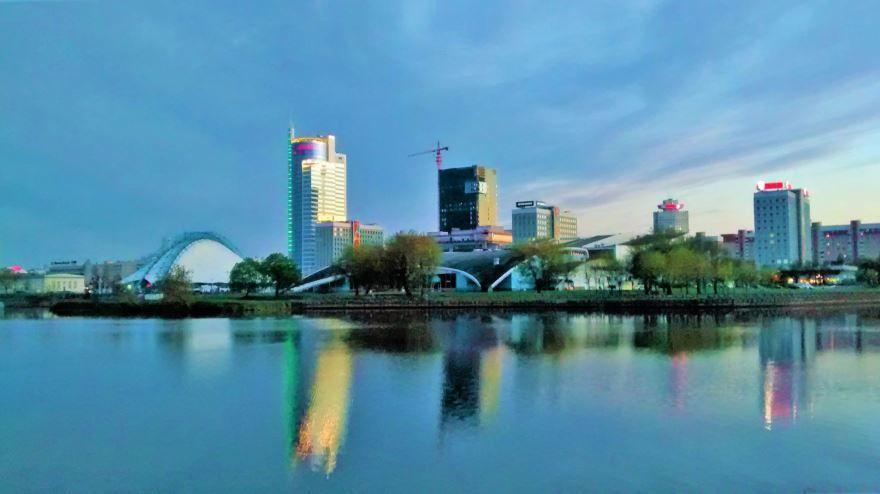 Смотреть красивое фото вид с реки город Минск Белоруссия