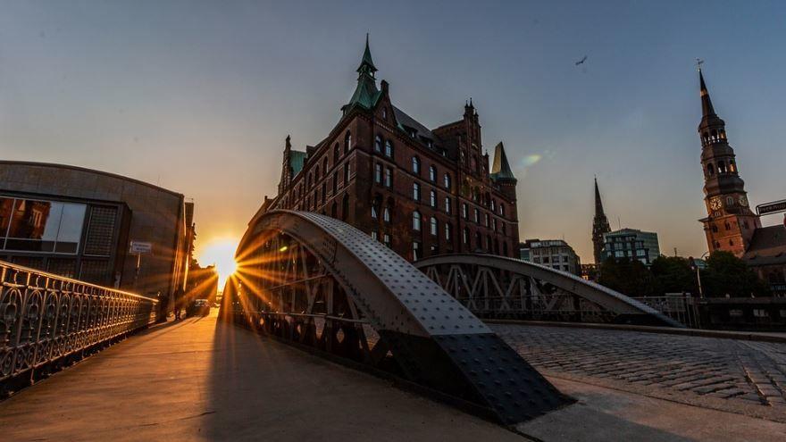Смотреть лучшее ночное фото города Гамбург 2019 в хорошем качестве