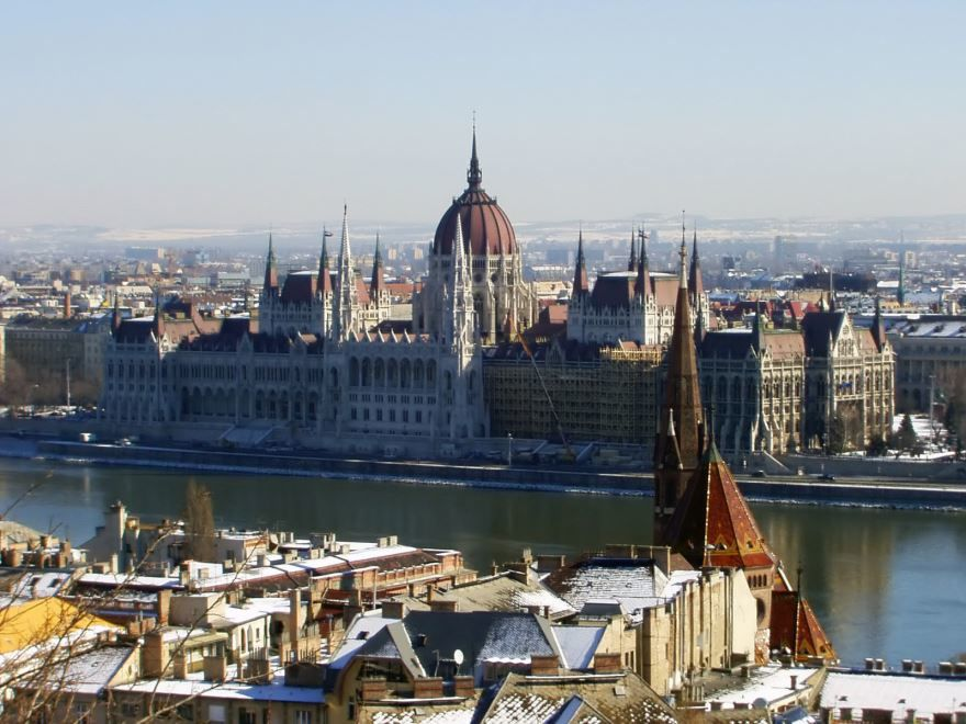 Вид на парламент с будайской крепости город Будапешт Венгрия