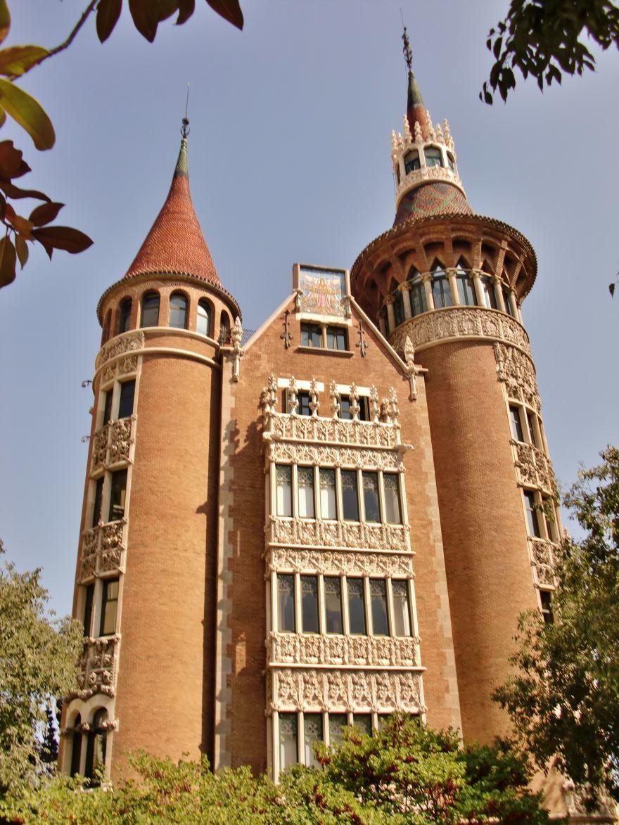 Смотреть красивое фото с красивой архитектурой город Барселона
