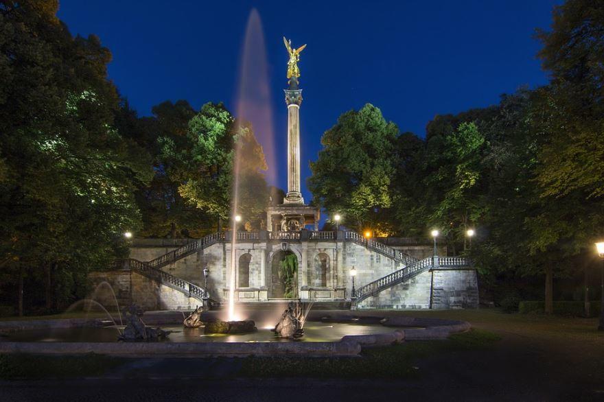 Скачать онлайн бесплатно лучшее фото достопримечательности Ангел Мира город Мюнхен в хорошем качестве