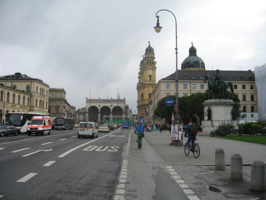 Скачать онлайн бесплатно лучшее фото улица города Мюнхен