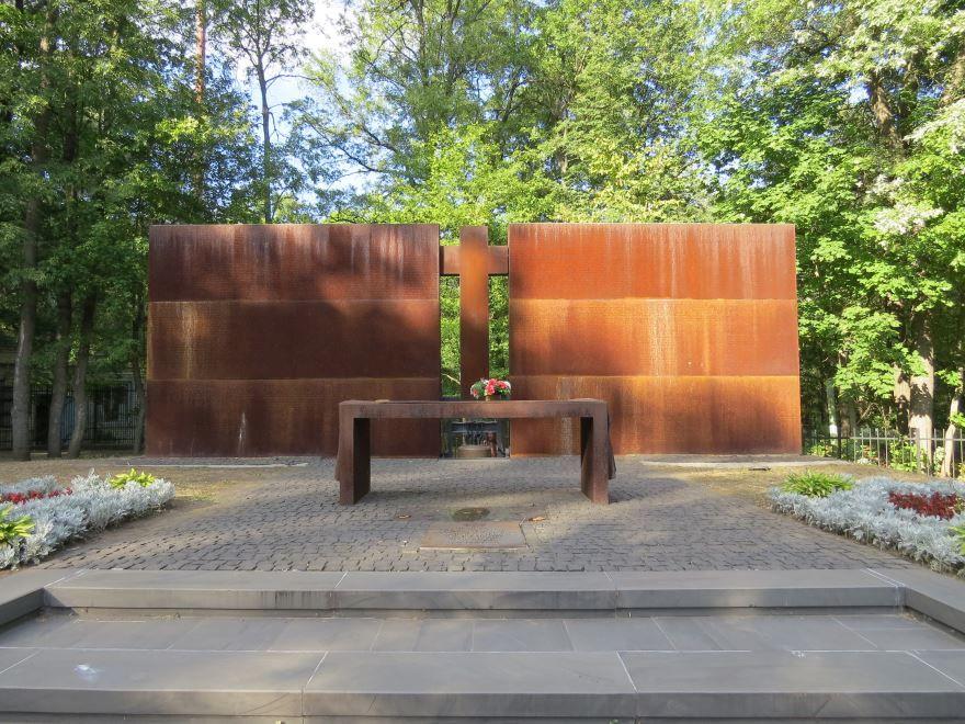 Памятник жертвам тоталитаризма город Харьков