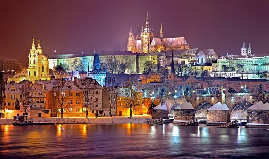 Смотреть красивое фото ночного города Праги бесплатно