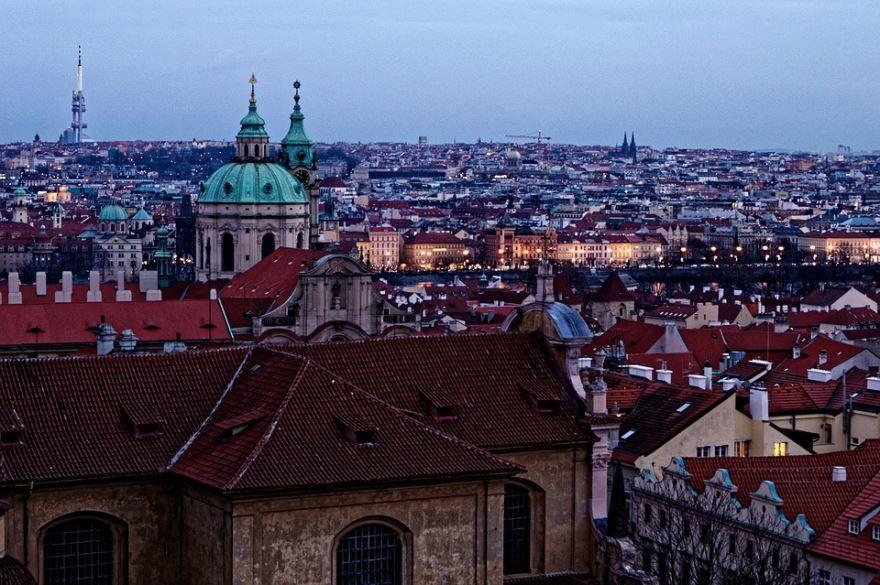 Скачать онлайн бесплатно лучшее фото вид сверху город Прага в хорошем качестве
