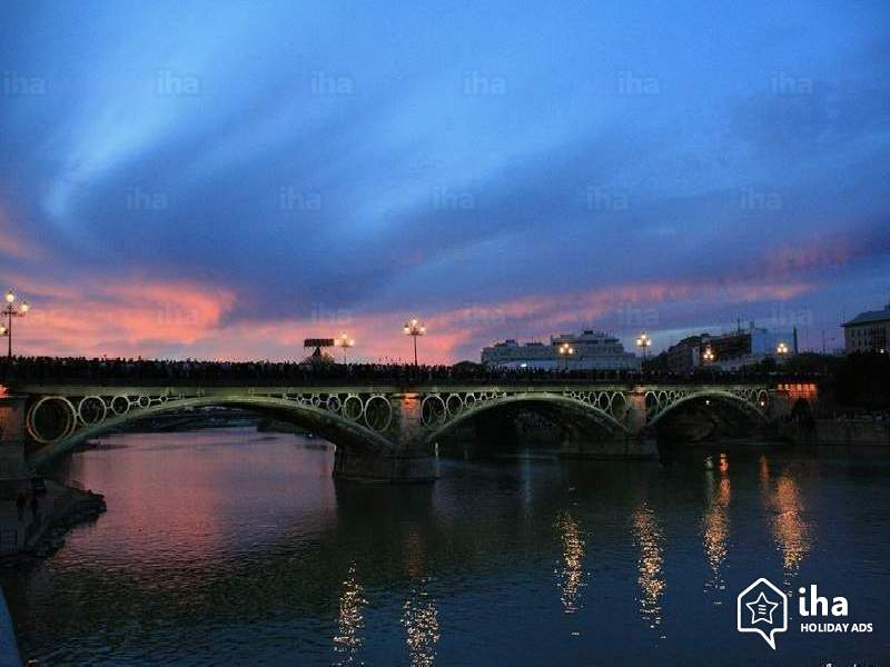 Смотреть лучшее ночное фото города Сельвия бесплатно
